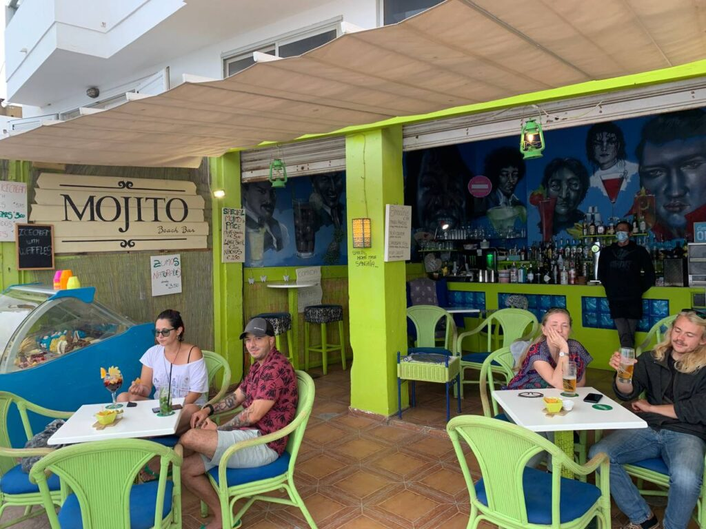 Photo of restaurant and sitting people